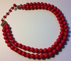 VTG 1950s Berry Red Double Beaded Strand Plastic Choker Necklace w/Gold ... - $22.90