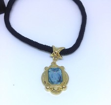 Vintage Large Blue Glass Pendant Necklace Gold Tone Avon Dramatic Brilli... - $35.00