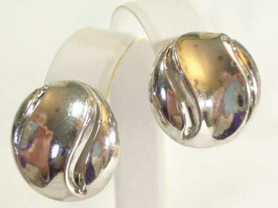 Vintage CROWN TRIFARI Silver Plate Swirl Button Style Clip Earrings Estate