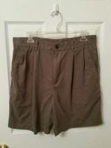 IZOD Men's Olive Green Pleated Golf Shorts Size 33 - $13.01