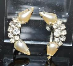 VTG Silver Tone Art Deco Style Clear Rhinestone Faux Pearl Screwback Earrings - $19.80
