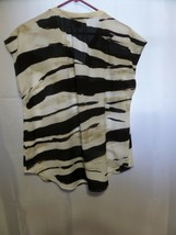 Liz Claiborne Size Large Ladies top Sleeveless Blk/White and Beige - $18.56
