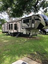 2019 FOREST RIVER Sand Piper 379FLOK FOR SALE IN Bastrop, TX 78602 image 1