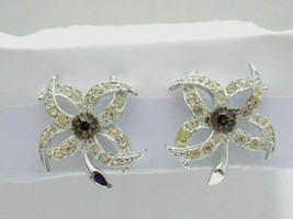 Vintage Signed Sarah Coventry Silver Tone Rhinestones Flower Clip On Earrings - $7.91