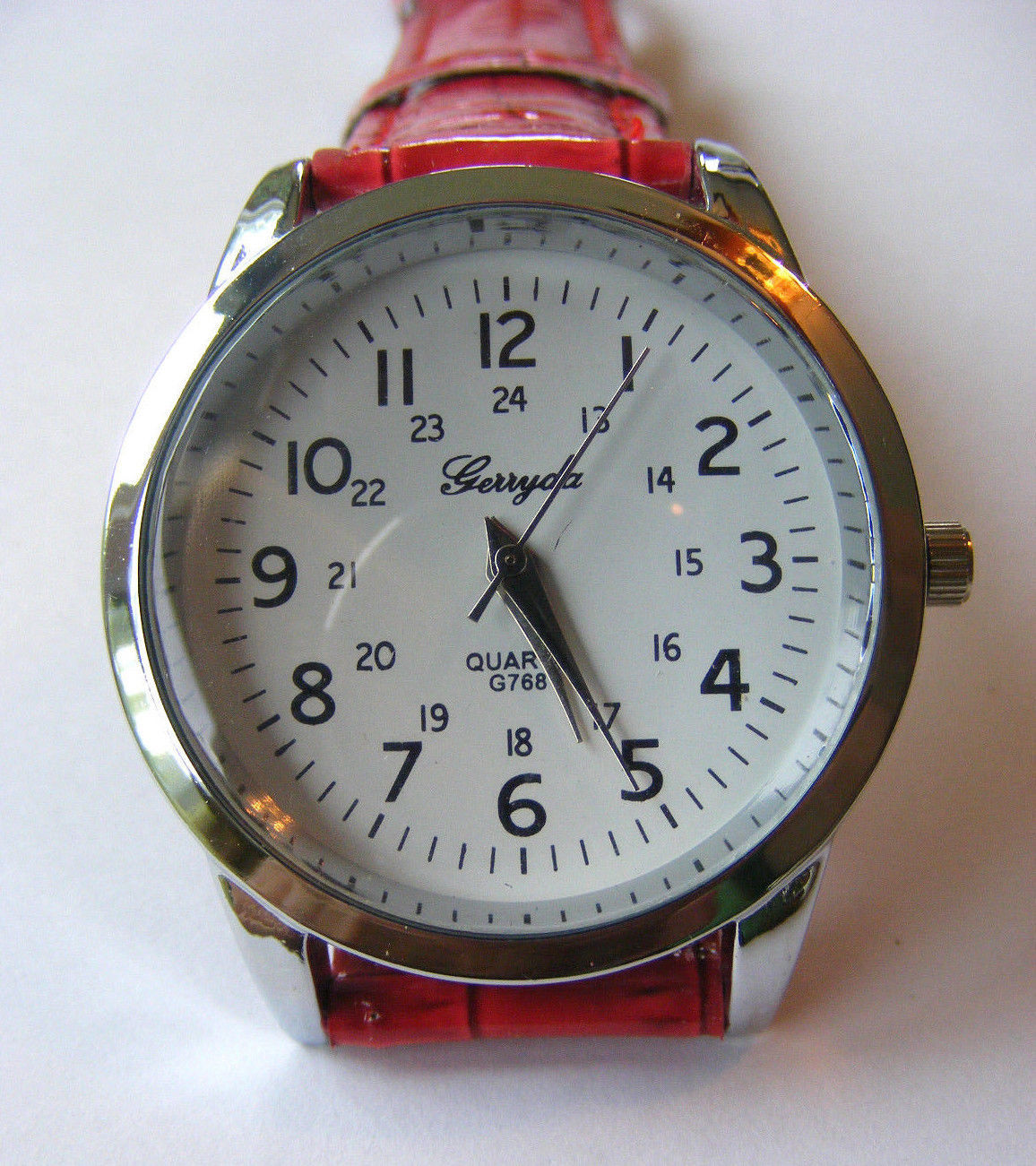 GENEVA RED SIMULATED CROCODILE WHITE DIAL FACE CUFF  BAND MILITARY  WRISTWATCH
