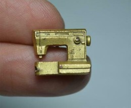 Vintage Gold Tone Metal Sewing Machine Lapel Pin - $9.89