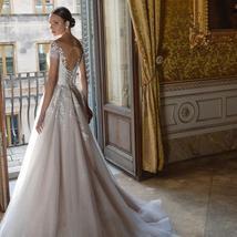 Elegant Vintage Glitter Tulle Lace Appliques Sheer Illusion Princess Wedding Dre image 2