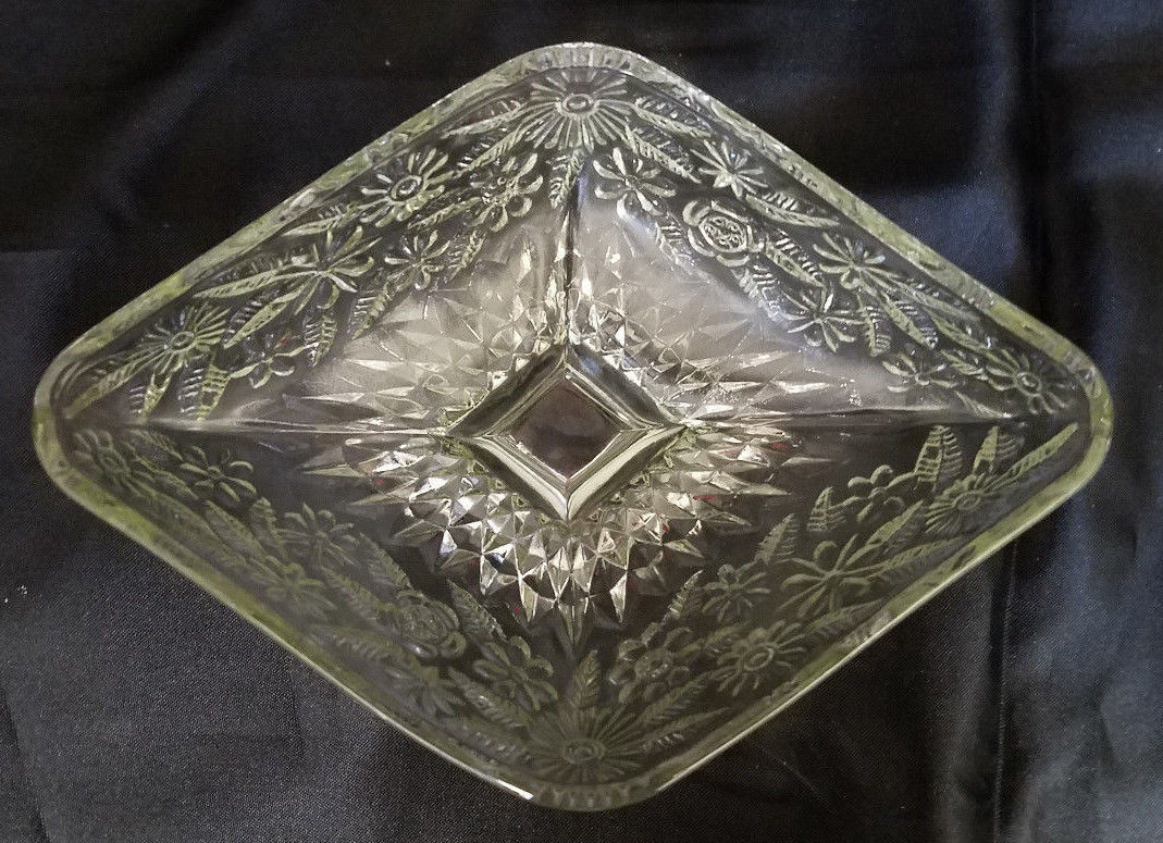 VINTAGE INDIANA GLASS CLEAR DIAMOND SHAPE DISH (CIRCA 1960'S)