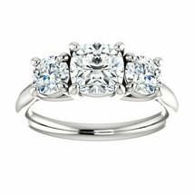 2.70 Ct Forever One Moissanite DEF 3 Stone Engagement Ring Cushion Platinum - €1.369,73 EUR
