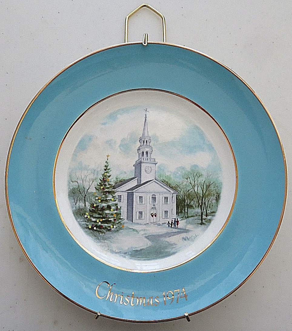 AVON COLLECTORS PLATES CHRISTMAS 1974 (COUNTRY CHURCH) WEDGWOOD TUNSTALL ENGLAND