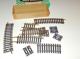 HO TRAINS - BOX OF ASSORTED SHORT BRASS TRACK SECTIONS- GOOD- H22 - $3.87