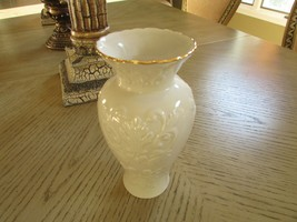 "LENOX CHINA GEORGIAN COLLECTION VASE 7.25""H - $14.80"