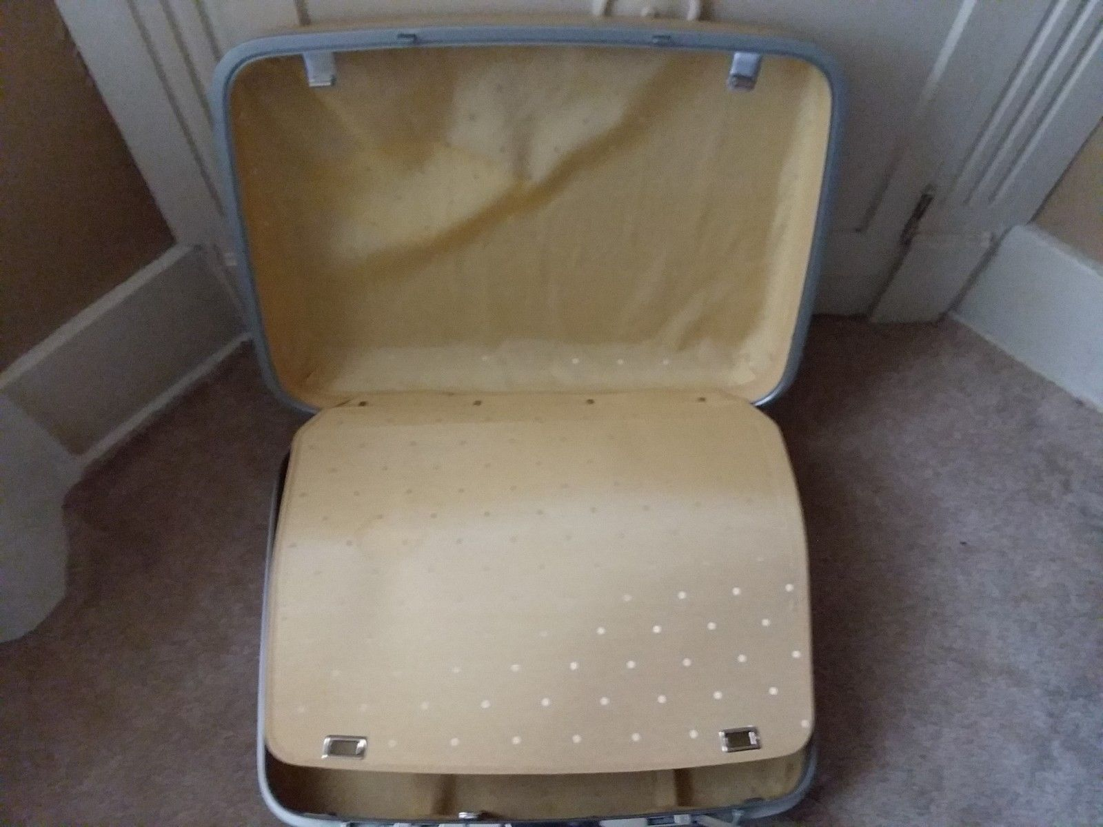 "Yellow Samsonite Silhoette Hard Shell Luggage Hardcase Key 15"" Tall x 20"" Wide"