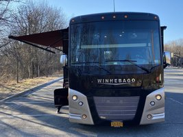 2016 Winnebago Vista LX WFE30T for sale by Owner - Todt hill, NY 10314 image 2