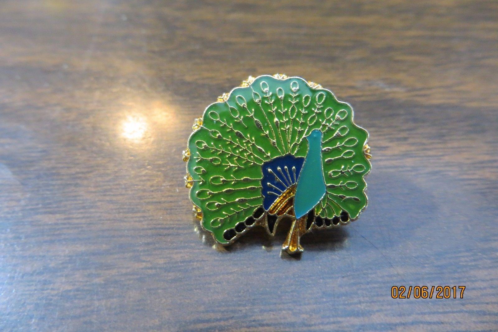 BEAUTIFUL PEACOCK  BIRD collectible pin tie tack
