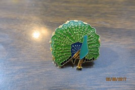 BEAUTIFUL PEACOCK  BIRD collectible pin tie tack  - $14.25