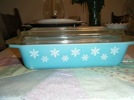 Pyrex Turquoise Snowflake 2 Quart With Lid Oblong - $76.50