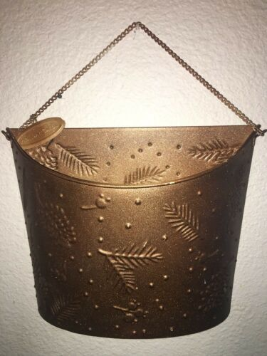 Metal Wall Door Hanging Basket For Holiday And Christmas Cards Mail Gold