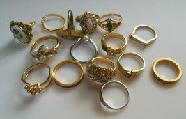 Vintage AVON RING Lot 15 Rings Different Sizes - $64.35
