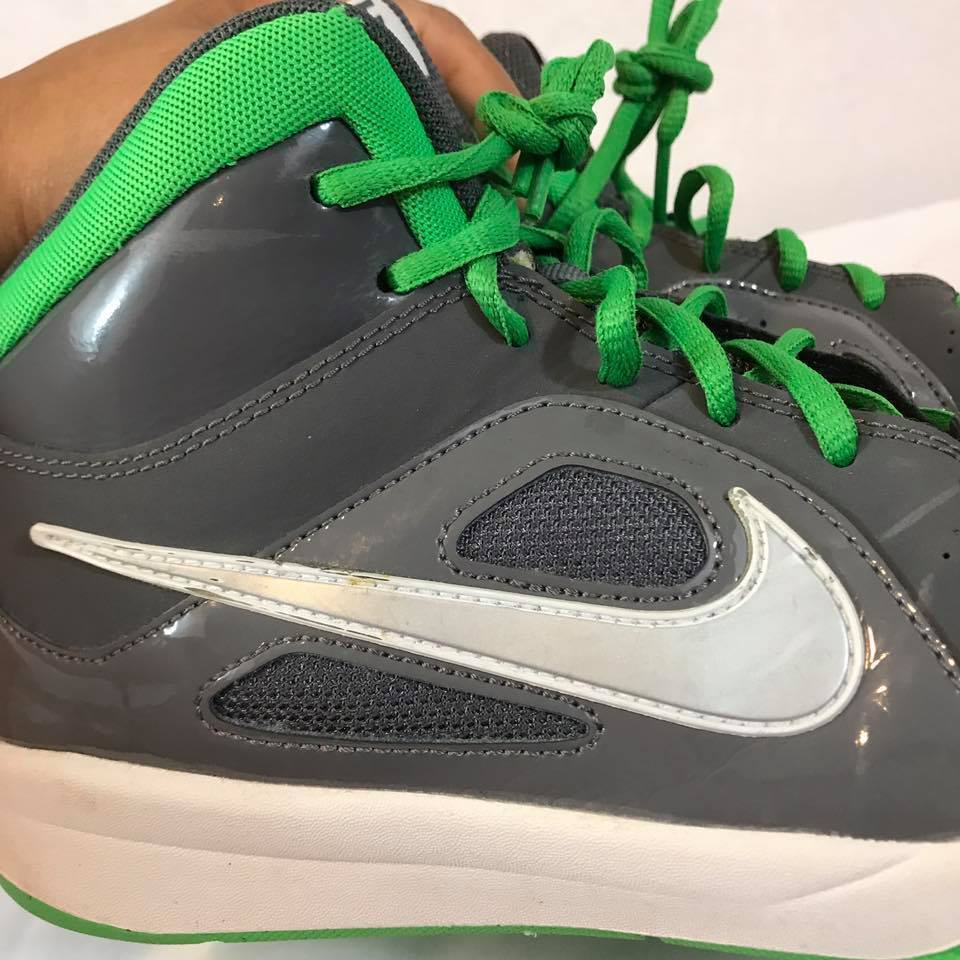 NIKE Youth Team Hustle Nike Basketball Sneakers Green/Gray Size: 6.5Y