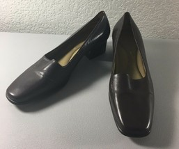 Easy Spirit Womens Pumps 6 B Brown Leather Low Heel Comfort Shoe Classic Work - $24.17 CAD