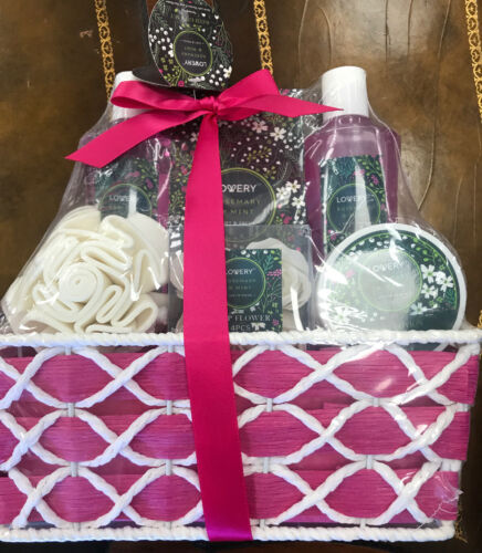 Primary image for NWT Lovery 6 Piece Rosemary And Mint Home Spa Gift Basket Bath Set Mother's Day