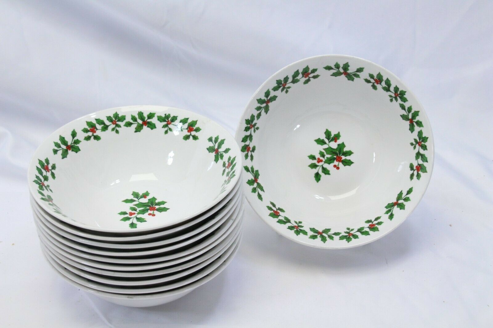 """Royal Norfolk Holly Berry Xmas Soup Bowls 7"""" Lot of 11 - $45.07"""