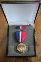 Usmc & Fleet Marine Corps Unissued Cased Kosovo Campaign Humanitan Medal Set #25 - $28.70