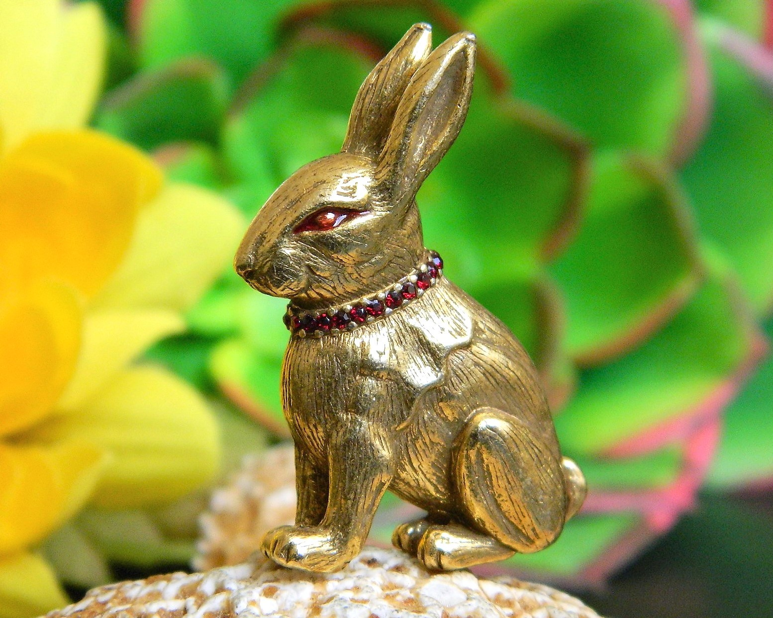 Cute Easter Pewter Sitting Rabbit Bunny Brooch Pin
