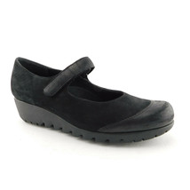 MUNRO America Size 8 Black Leather Mary Jane Flats Shoes - $39.00