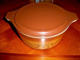 NICE VINTAGE PYREX OLD ORCHARD ROUND 2 1/2 QT NESTING CASSEROLE DISH & L... - $11.39