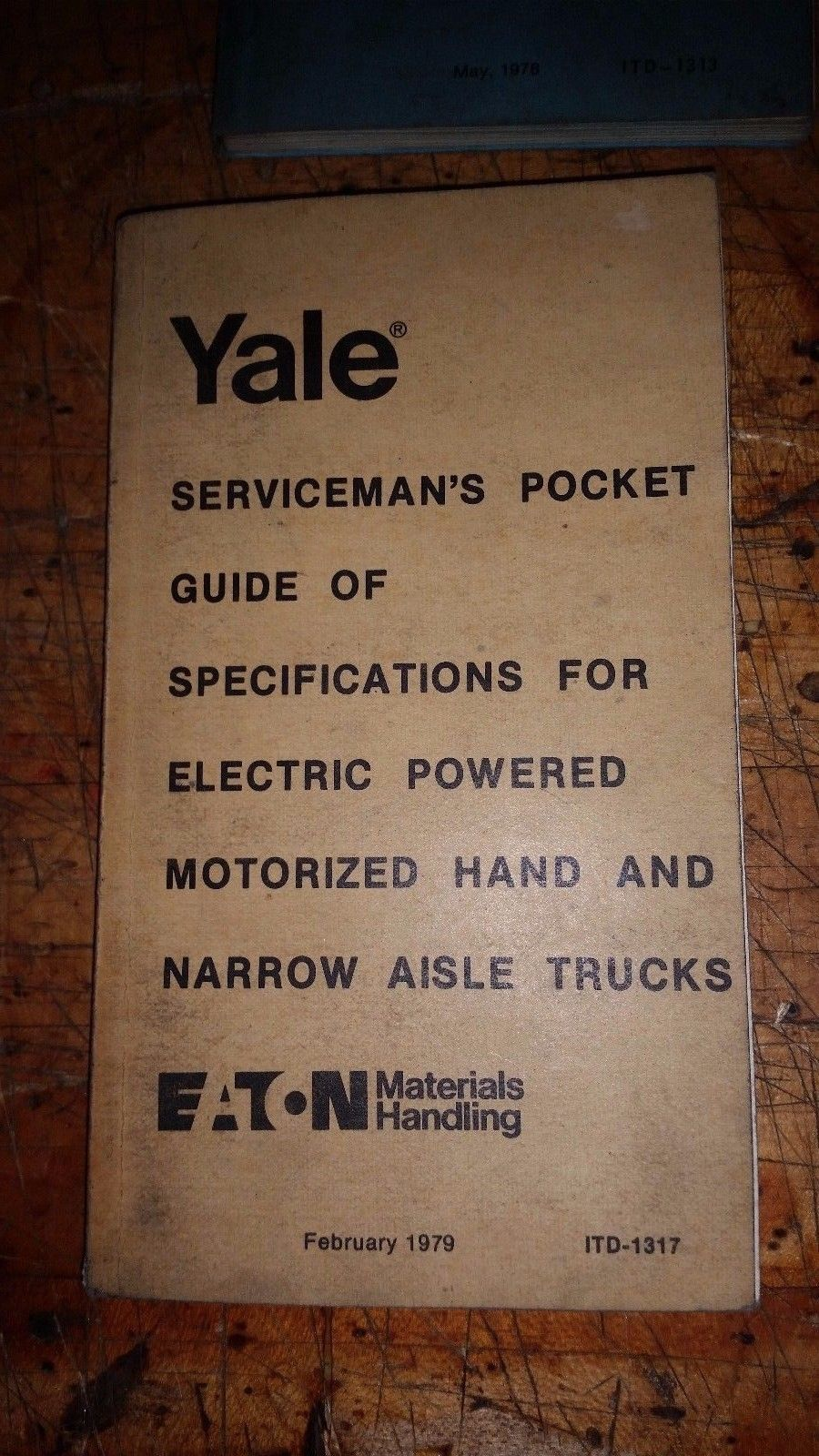 YALE SERVICEMAN'S GUIDE OF SPECIFICATIONS ELECTRIC NARROW, HAND FORK LIFT TRUCKS
