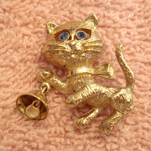 Avon Frisky Kitty Pin Rhinestone Eyes Figural CAT Brooch Bell Rings VTG ... - $19.77