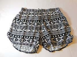 """Justice Youth Girls casual Shorts Size 12 Black White 3.25"""" inseam pre-owned-- - $16.03"""