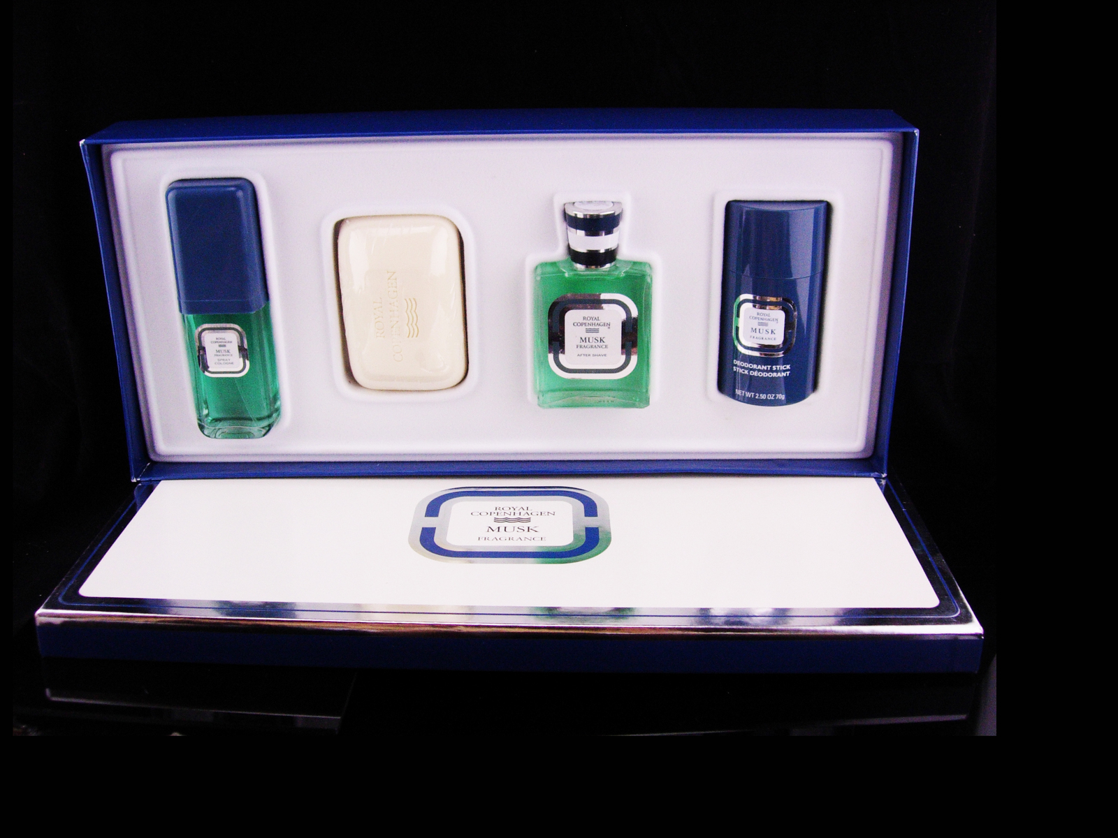 Primary image for Royal Copenhagen Musk Gift Set / 4 piece set / mens cologne spray / soap