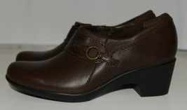 Clarks 1272055 Genette Curve Round Toe Leather Shootie Brown Size Six and a Half image 2