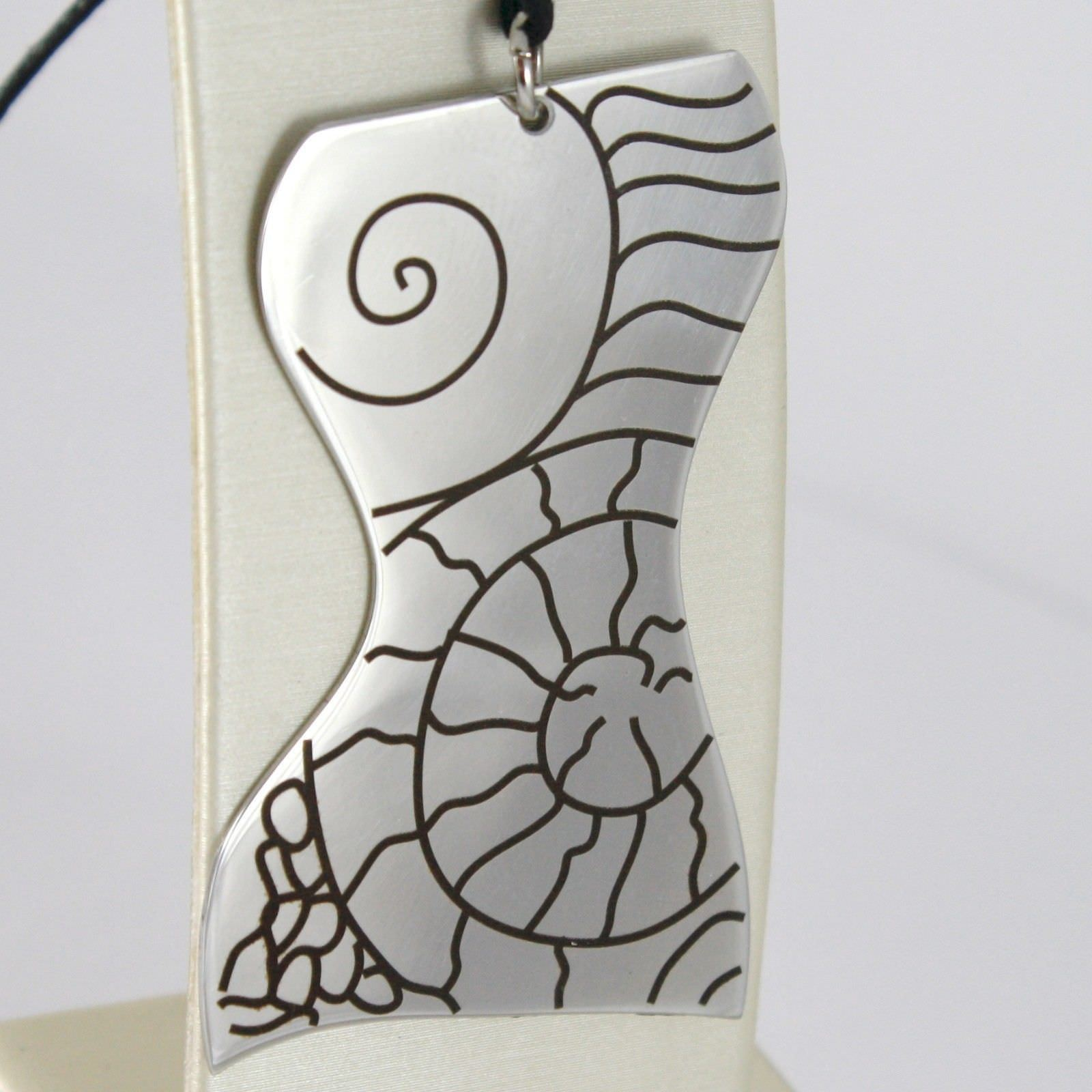 PENDANT STEEL ENGRAVED WITH BUST OF WOMEN'S, SHELL AND SINUOUS LINES
