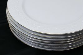 """Libbey White Embossed Holly Dinner Plates 10.75"""" Xmas Gold Trim Lot of 8 image 3"""