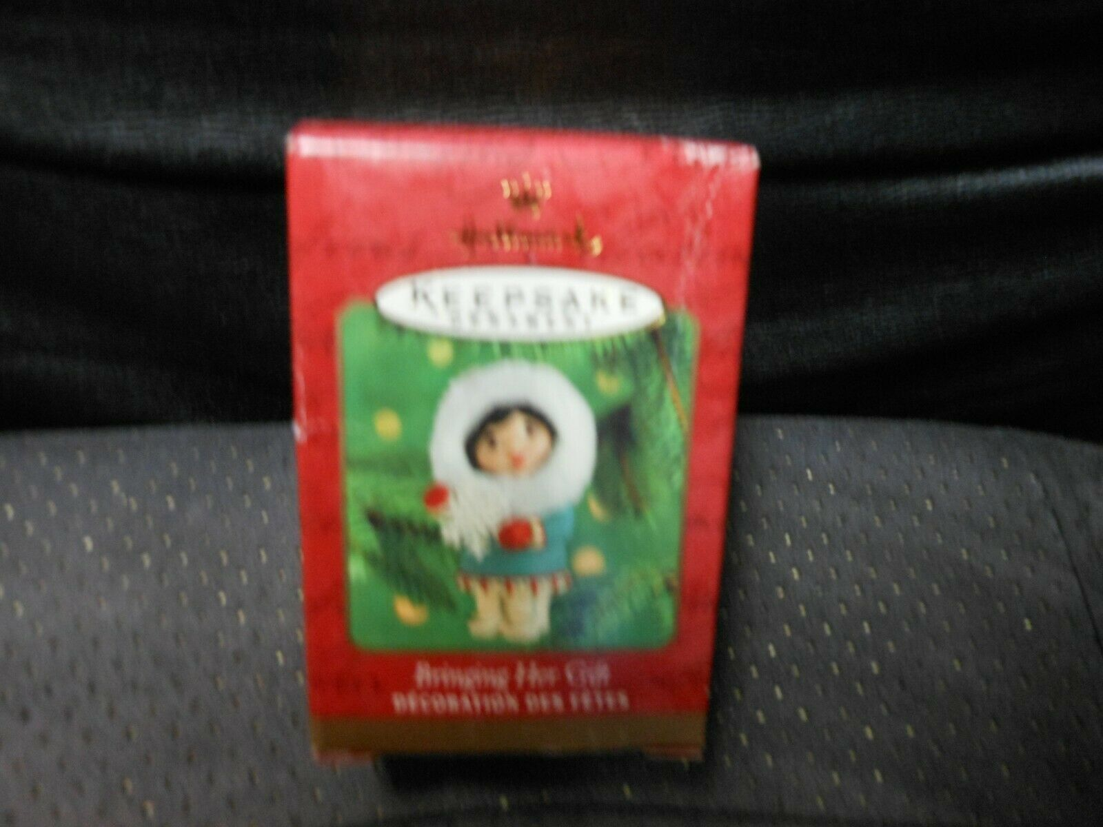 "Primary image for Hallmark Keepsake ""Bringing Her Gift"" Ornament NEW SEE DETAILS"