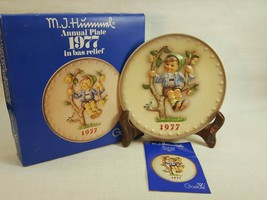 M.J. Hummel Annual Plate 1977 In Bas Relief  with original box FD492 - $14.95
