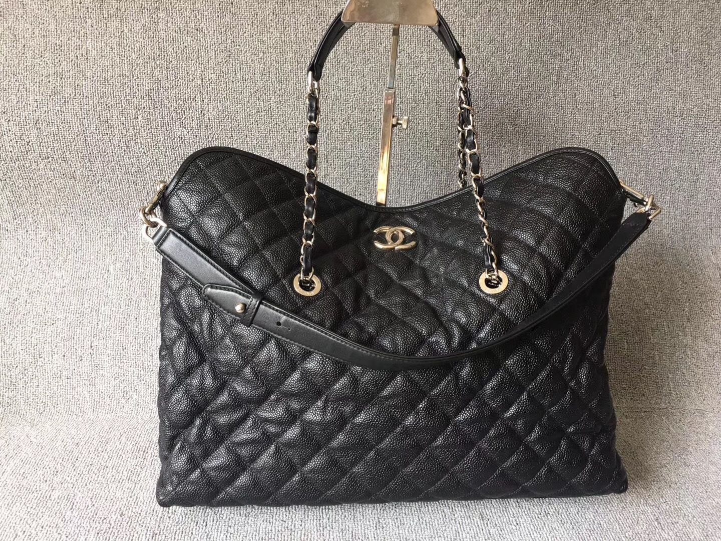 AUTHENTIC CHANEL BLACK QUILTED CAVIAR LARGE 2-WAY SHOPPING TOTE BAG Silver HW