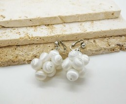 Vintage Sarah Coventry White Satin Bead Cluster Dangle Clip On Earrings A31 - $14.99