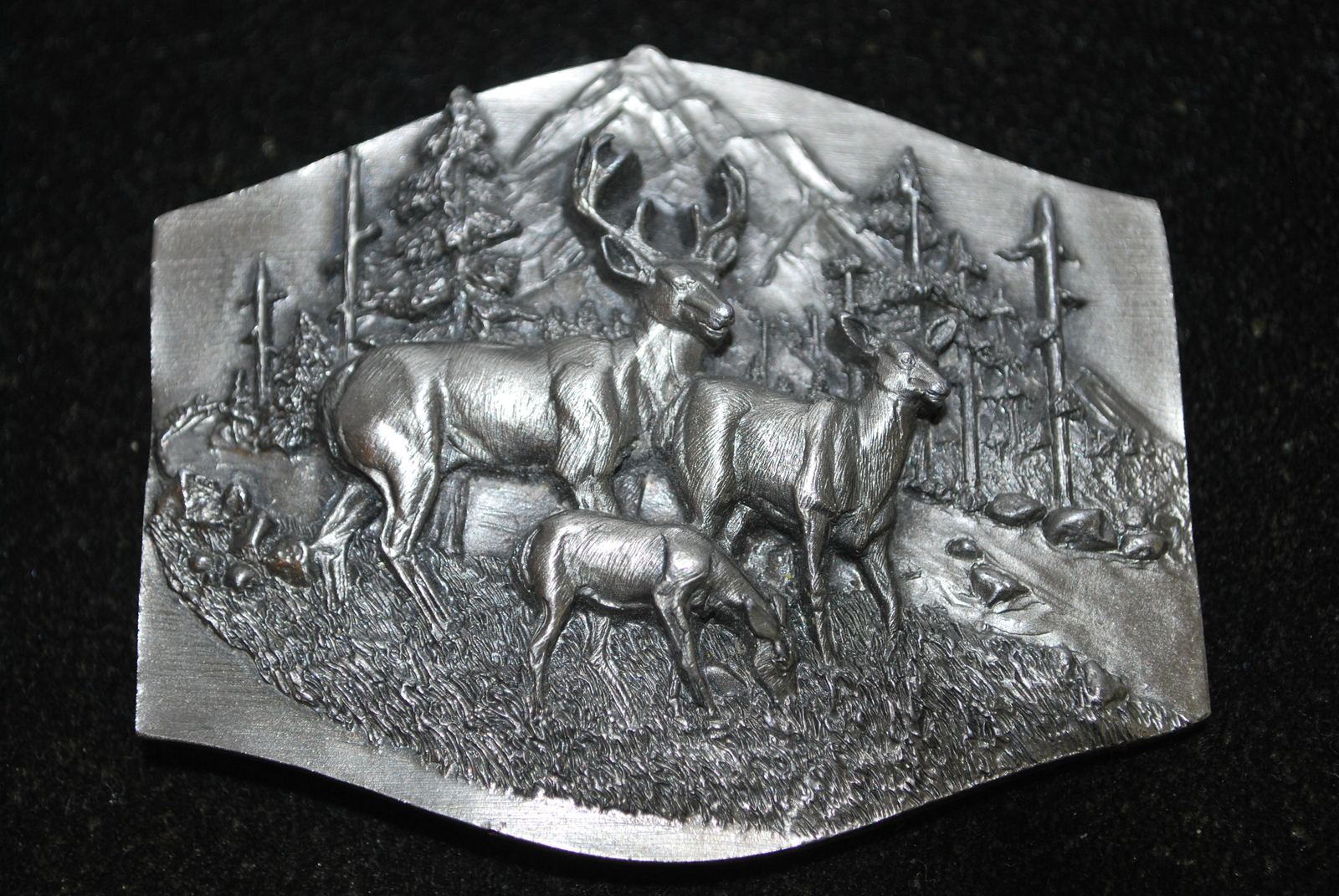 Vintage c1989 Siskiyou Buckle Co, Dear Belt Buckle (Buck, Doe & Fawn), 3D Metal