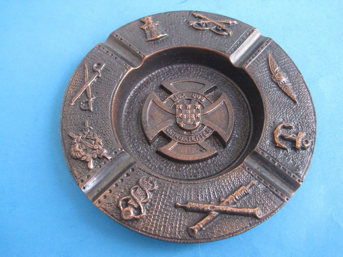 Primary image for Antique ashtray bronze League of combatants from all Portuguese military