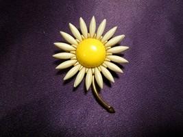 Crown Trifari Acrylic Daisy Brooch Pin Gold Tone Vintage Designer Signed - $39.60