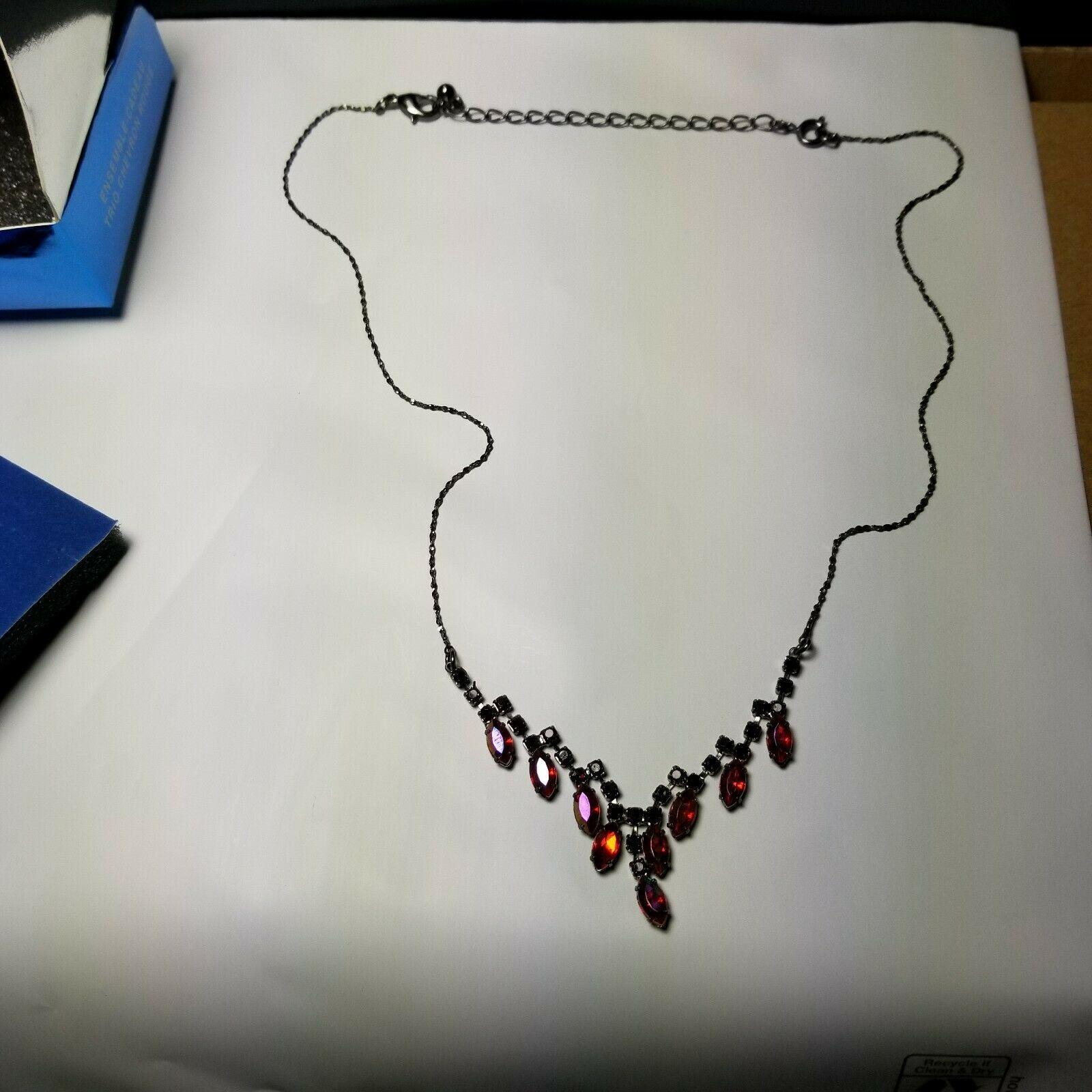 Avon 2007 Red Chevron 3 Piece Gift Set  Original Box Necklace Earrings Bracelet