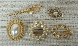 Vintage Lot of 5 FAUX PEARL Brooch or Pins NICE Jewelry Lot of 5 Faux Pe... - $23.70