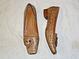 NINE WEST light brown textured leather shoe    Size 8  buckle accent - $19.79