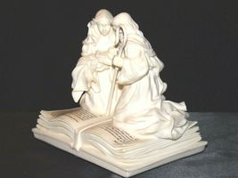 Pure White Music Box of Mary, Joseph and baby Jesus on a Bible AA19-1643 Vintag image 8