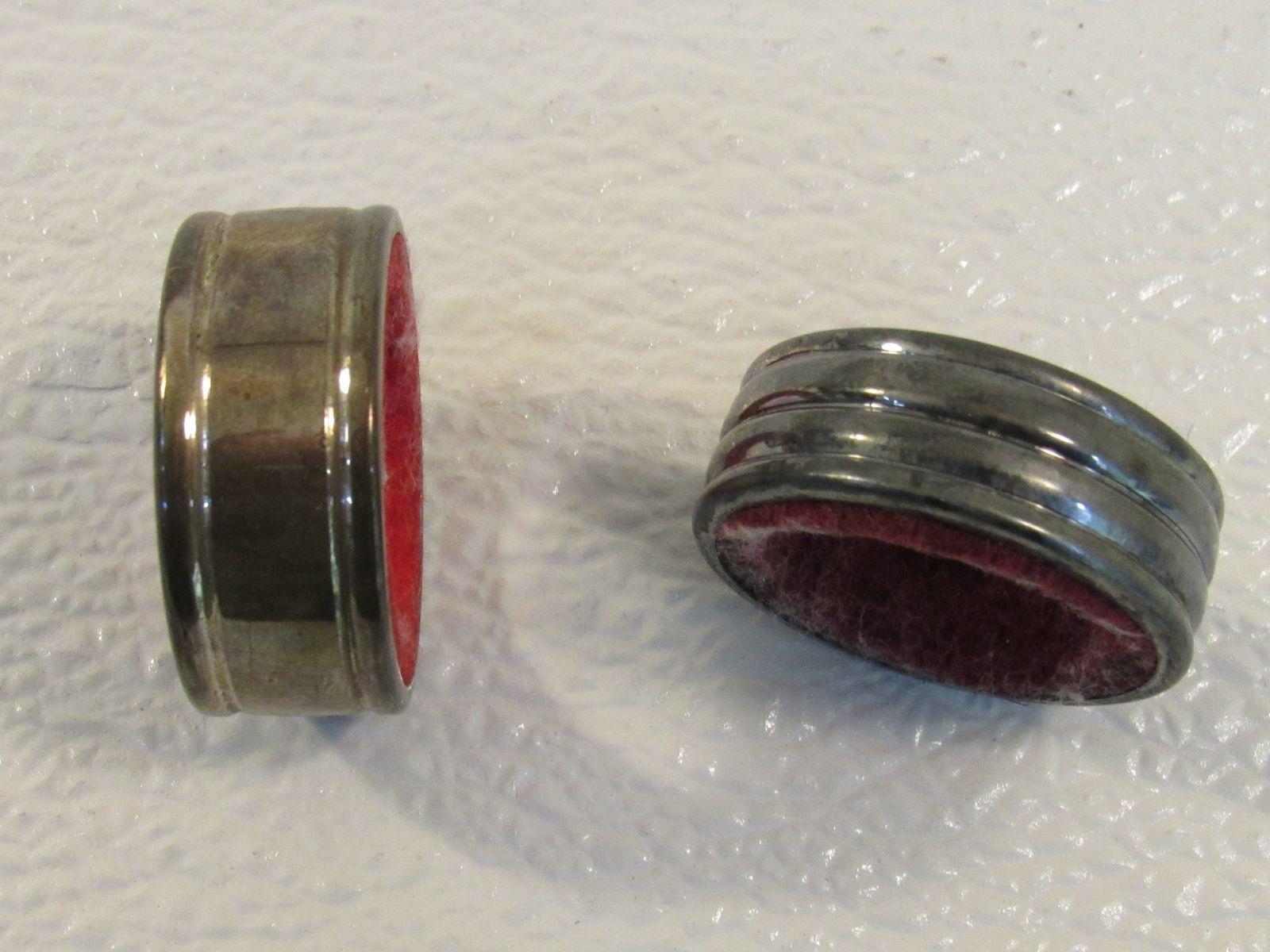 Handcrafted Set of 2 Napkin Holders Round Gray/Red Retro Metal Felt